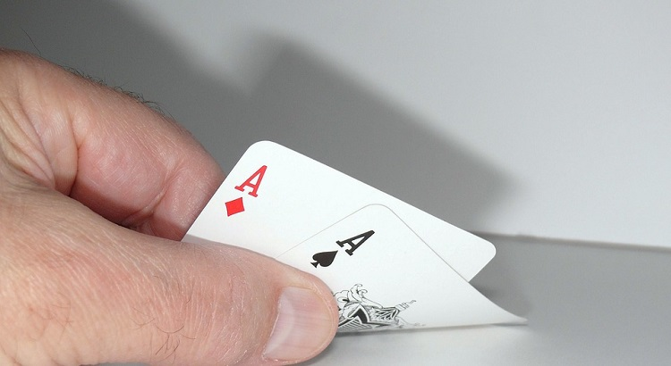 Poker Aces Fold